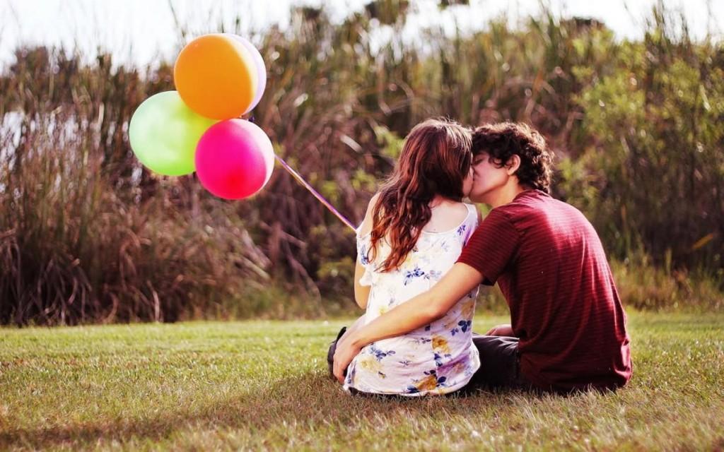 foto de una pareja besándose en HD